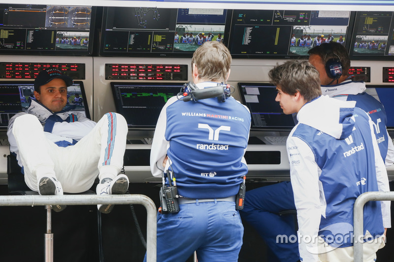 Felipe Massa, Williams, Rob Smedley, Head of Vehicle Performance, Williams, and Lance Stroll, Williams, relax on the pit wall
