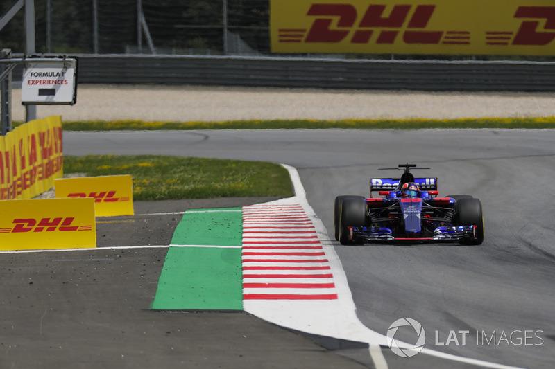 Данііл Квятt, Scuderia Toro Rosso STR12