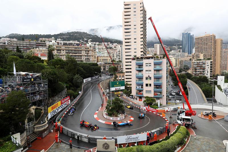 Pascal Wehrlein, Manor Racing MRT05 lidera a Max Verstappen, Red Bull Racing RB12