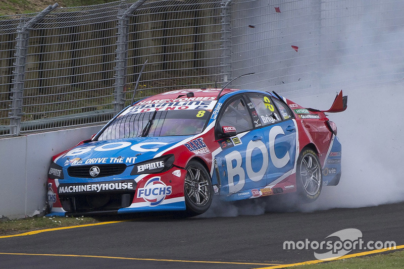 Unfall: Jason Bright, Brad Jones Racing, Holden