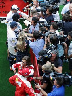 Fernando Alonso, McLaren; Max Verstappen, Red Bull Racing; Kimi Räikkönen, Ferrari