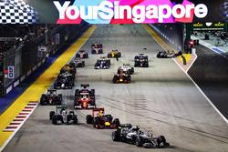 Нико Росберг, Mercedes AMG F1 W07 Hybrid и Даниэль Риккардо, Red Bull Racing RB12