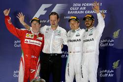 Podium: race winnaar Nico Rosberg, Mercedes AMG F1 Team, tweede Kimi Raikkonen, Ferrari, derde Lewis