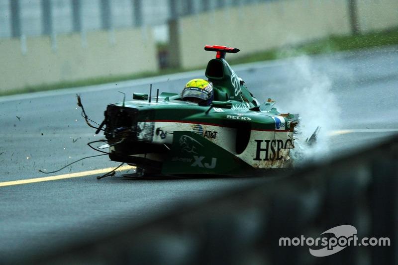 2003 - Duro accidente con Jaguar
