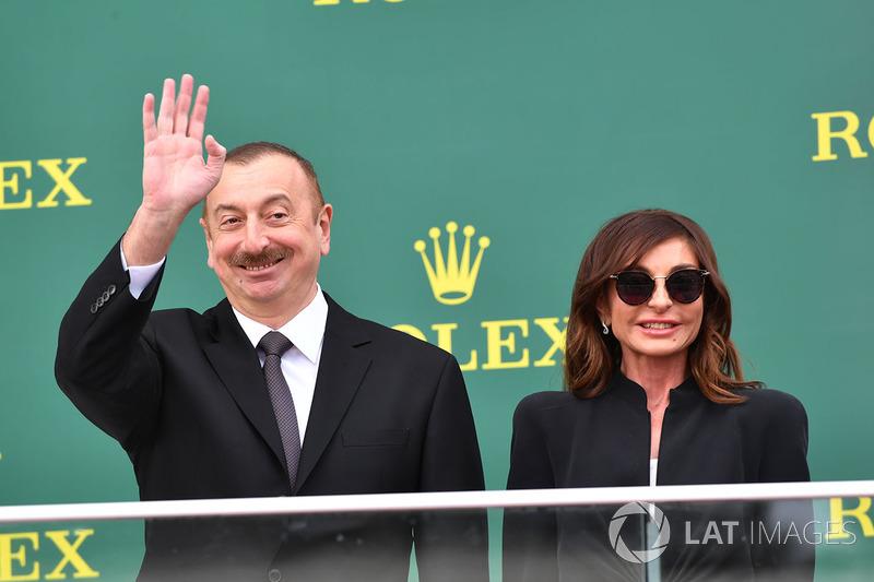 Illham Aliyev, Presidente de Azerbaiyán en el podio