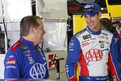 Joey Logano, Team Penske Ford, mit Crewchief Todd Gordon