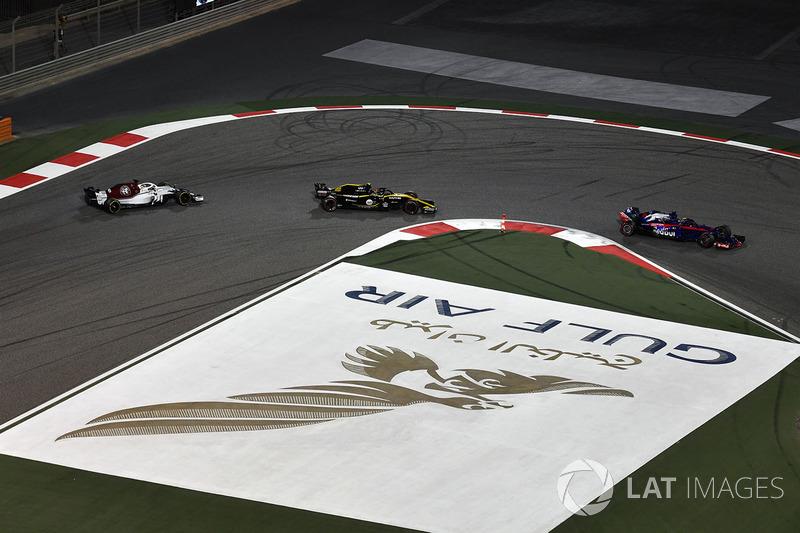 Brendon Hartley, Scuderia Toro Rosso STR13, Carlos Sainz Jr., Renault Sport F1 Team R.S. 18 and Marc