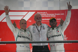 Valtteri Bottas, Mercedes-AMG F1, Dr. Dieter Zetsche, CEO of Daimler AG and Lewis Hamilton, Mercedes-AMG F1 celebrate on the podium