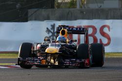 Победитель гонки Себастьян Феттель, Red Bull Racing RB9