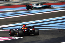Max Verstappen, Red Bull Racing RB14, chases Lewis Hamilton, Mercedes AMG F1 W09