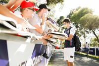 Lance Stroll, Williams Racing, firma autógrafos