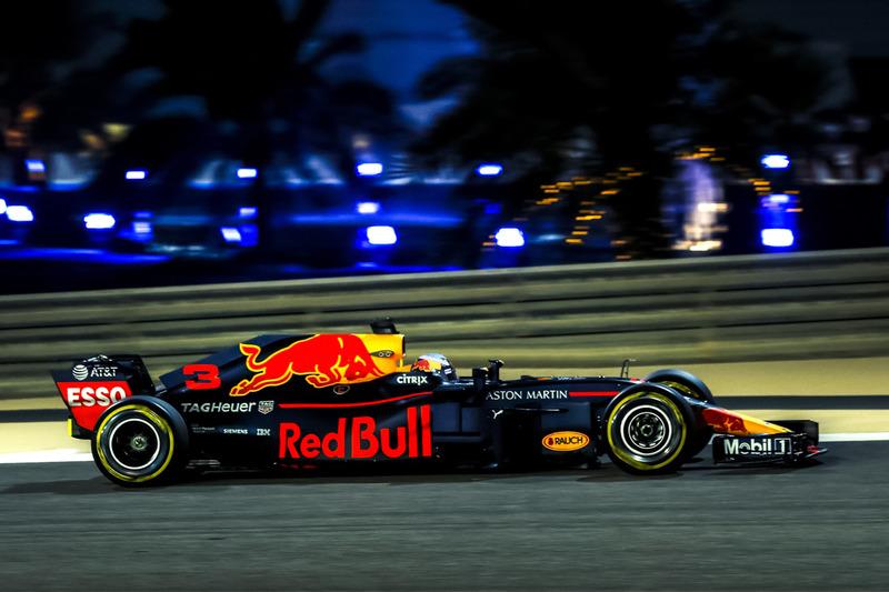 Red Bull RB14 tanpa Halo (rekayasa)