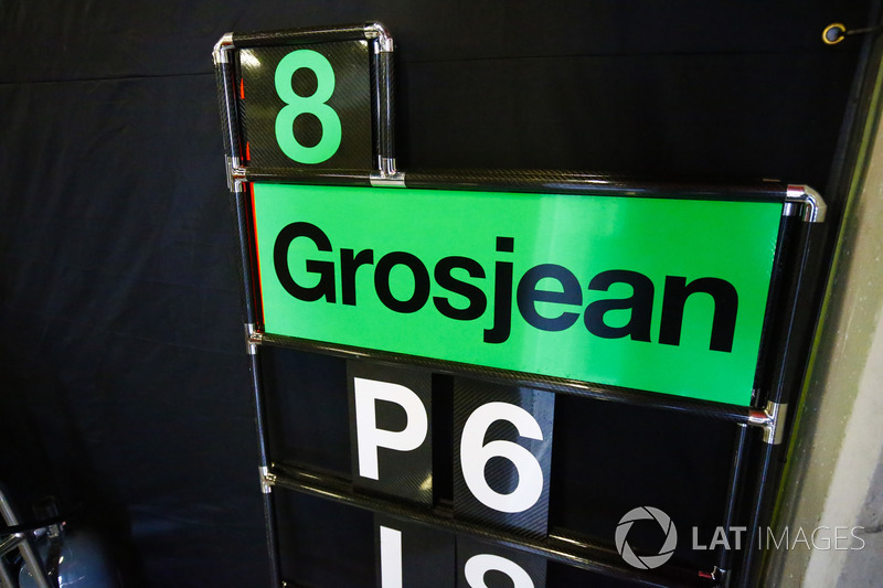 Una tabla de pits para Romain Grosjean, Haas F1 Team