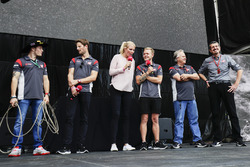 Santino Ferrucci, Haas F1 Team, Romain Grosjean, Haas F1 Team, Kevin Magnussen, Haas F1 Team, Gene Haas, Team Owner, Haas F1 Team, Guenther Steiner, Team Principal, Haas F1 Team, on stage