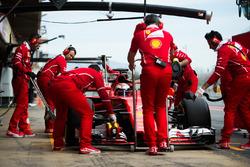 Kimi Raikkonen, Ferrari SF70H en pits