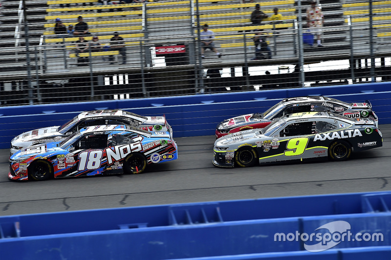 Kyle Busch, Joe Gibbs Racing, Toyota; William Byron, JR Motorsports. Chevrolet