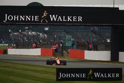 Fernando Alonso, McLaren MCL32, strikes up sparks