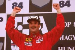 Podio: il vincitore della gara Nigel Mansell, Ferrari