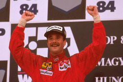 Podium: racewinnaar Nigel Mansell, Ferrari