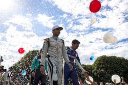 Jérôme d'Ambrosio, Dragon Racing, e Robin Frijns, Amlin Andretti Formula E Team, sul podio