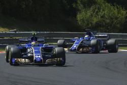 Pascal Wehrlein, Sauber C36-Ferrari, Marcus Ericsson, Sauber C36