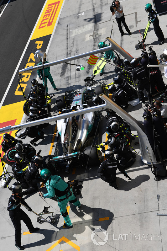 Льюіс Хемілтон, Mercedes-Benz F1 W08 Hybrid, піт-стоп