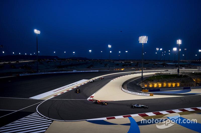 Lewis Hamilton, Mercedes AMG F1 W08, Max Verstappen, Red Bull Racing RB13, Daniel Ricciardo, Red Bul