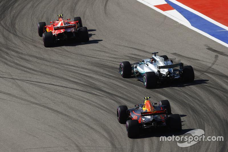Кими Райкконен, Ferrari SF70H, Льюис Хэмилтон, Mercedes AMG F1 W08, Макс Ферстаппен, Red Bull Racing RB13