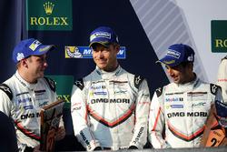 المركز الثاني رقم 1 فريق بورشه 919 الهجينة: أندريه لوتيرر، نيك تاندي، نيل ياني