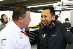 Zak Brown, Executive Director, McLaren Technology Group, talks to Yusuke Hasegawa, Senior Managing Officer, Honda