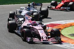 Esteban Ocon, Sahara Force India F1 VJM10, Lance Stroll, Williams FW40