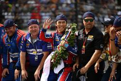 Takuma Sato, Michael Andretti, Andretti Autosport team owner celebrates the win on track with Michael Andretti, Andretti Autosport team owner at the yard of bricks