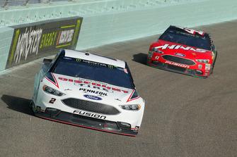 Brad Keselowski, Team Penske, Ford Fusion Discount Tire, Kurt Busch, Stewart-Haas Racing, Ford Fusion State Haas Automation/Monster Energy