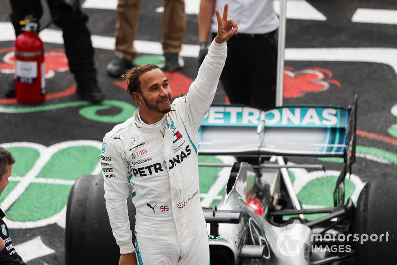 Lewis Hamilton, Mercedes AMG F1, festeggia dopo essersi assicurato il suo 5° Titolo Mondiale