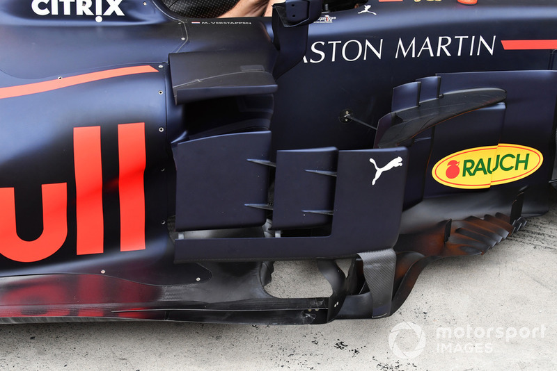 Red Bull Racing RB14 bargeboard, részlet