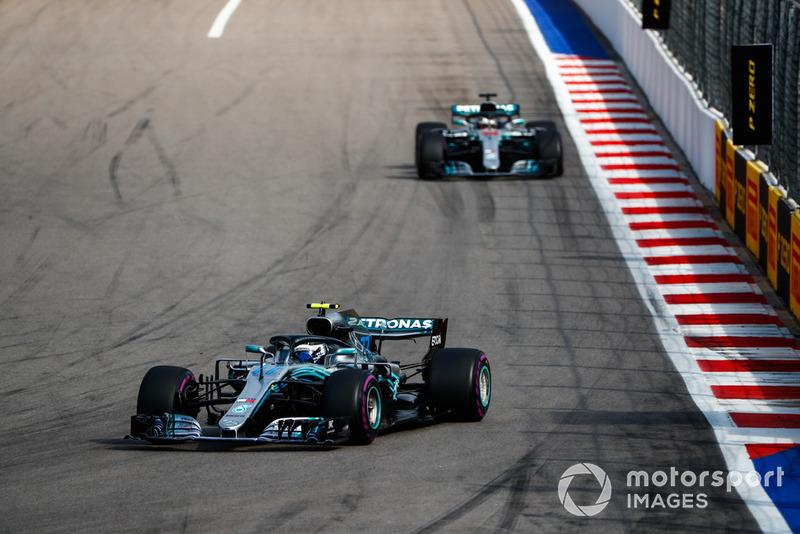 Valtteri Bottas, Mercedes AMG F1 W09, devant Lewis Hamilton, Mercedes AMG F1 W09