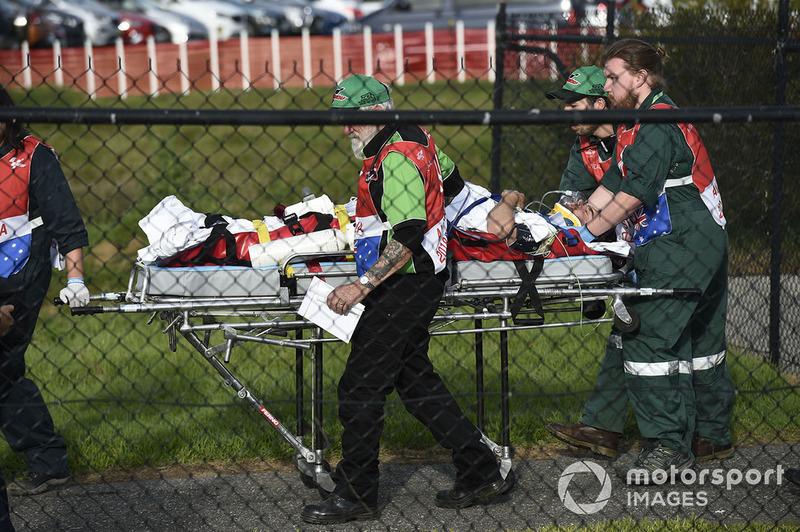 Кела Кратчлоу, Team LCR Honda, доправляють до лікарні гелікоптером після аварії