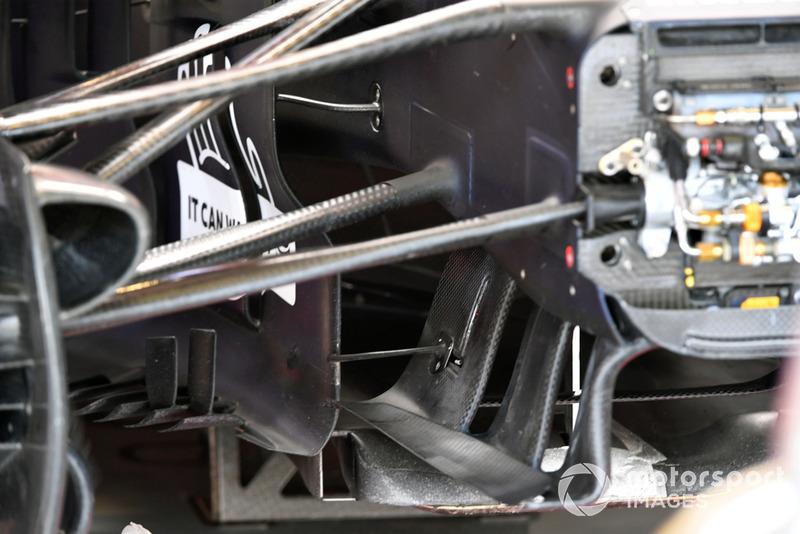 Red Bull Racing RB14, első futómű és aerodinamikai részlet