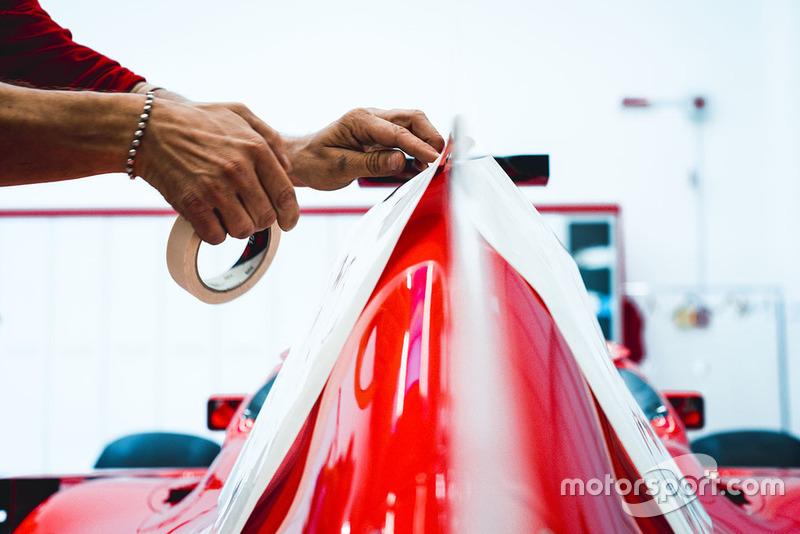 Наклейки Philip Morris на Ferrari