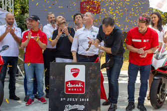 Posa della prima pietra alla presenza di Riccardo Marcante, Direttore generale di Mirabilandia, Claudio Domenicali, AD Ducati, Andrea Dovizioso e Marco Melandri