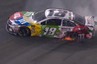Kyle Busch, Joe Gibbs Racing, Toyota Camry M&M's White Chocolate, crash
