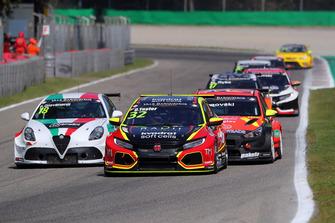 Oliver Taylor, Pyro Motorsport Honda Civic Type R, Fabrizio Giovanardi, Team Mulsanne Alfa Romeo Giulietta TCR