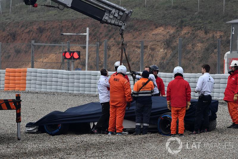 Marcus Ericsson foi um dos que foram parar na caixa de brita nesta sexta-feira.