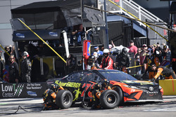 Martin Truex Jr., Furniture Row Racing, Toyota Camry Bass Pro Shops/5-hour ENERGY, makes a pit stop