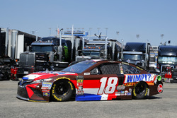 Kyle Busch, Joe Gibbs Racing, Toyota Camry Snickers Intense