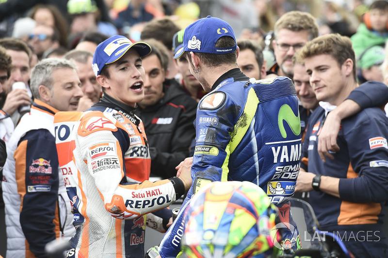 Переможець гонки Марк Маркес, Repsol Honda Team, друге місце Валентино Россі, Yamaha Factory Racing
