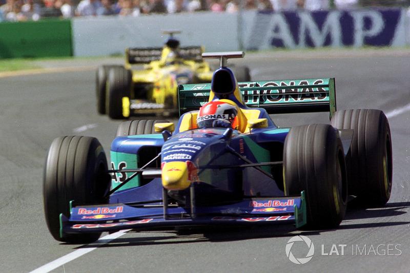 В очки также попали действующий чемпион Жак Вильнев (после гонки заявивший, что проигрывать победителю целый круг ему не понравилось) и Джонни Херберт