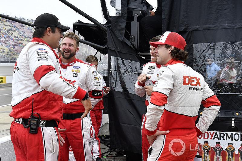 Ryan Blaney, Team Penske, Ford Fusion DEX Imaging e la sua crew