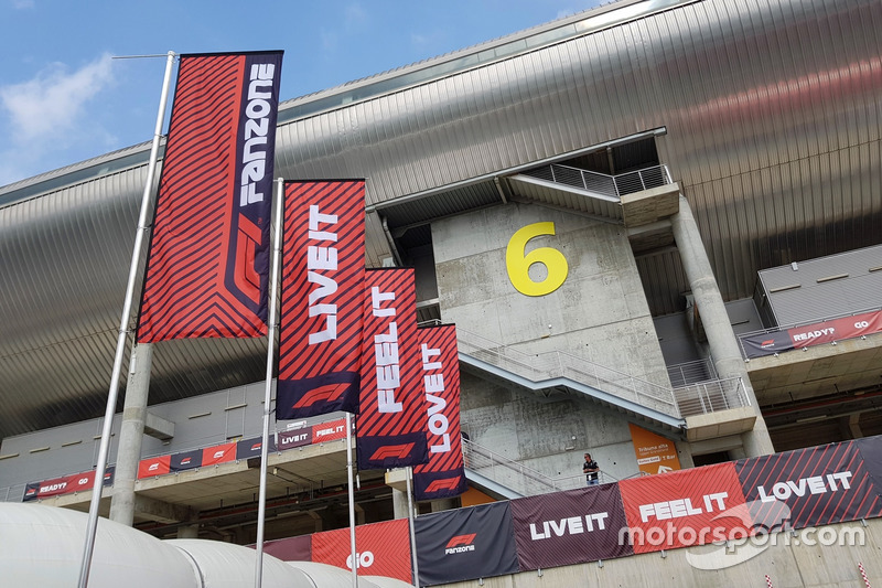 Slogan F1 Fanzone: Live It, Feel It, Love It