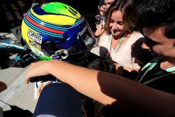 Felipe Massa, Williams FW40 celebrates his last Brazilian Grand Prix in parc ferme  with his wife Rafaela Bassi, son Felipinho Massa